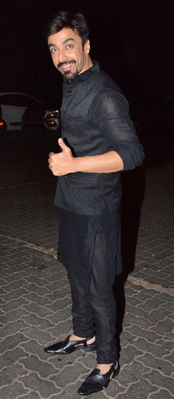 Ashish Chowdhry at Baba Dewan's #Diwali bash. #Bollywood #Fashion #Style #Handsome #Desi