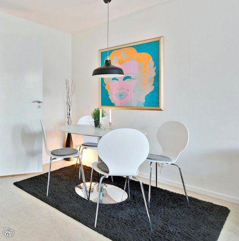 1. Runt matbord plus tillhörande 4 st stolar - Pris 300 kr  2. Lampa inköpt vinter 2016 på IKEA - Pris 100 kr  3. Bortskänkes - 120 säng utan ben IKEA (provisoriska ben på bild)  4. Ej på bild. Bortskänkes - 140 säng med ben IKEA  5. Svart matta från...