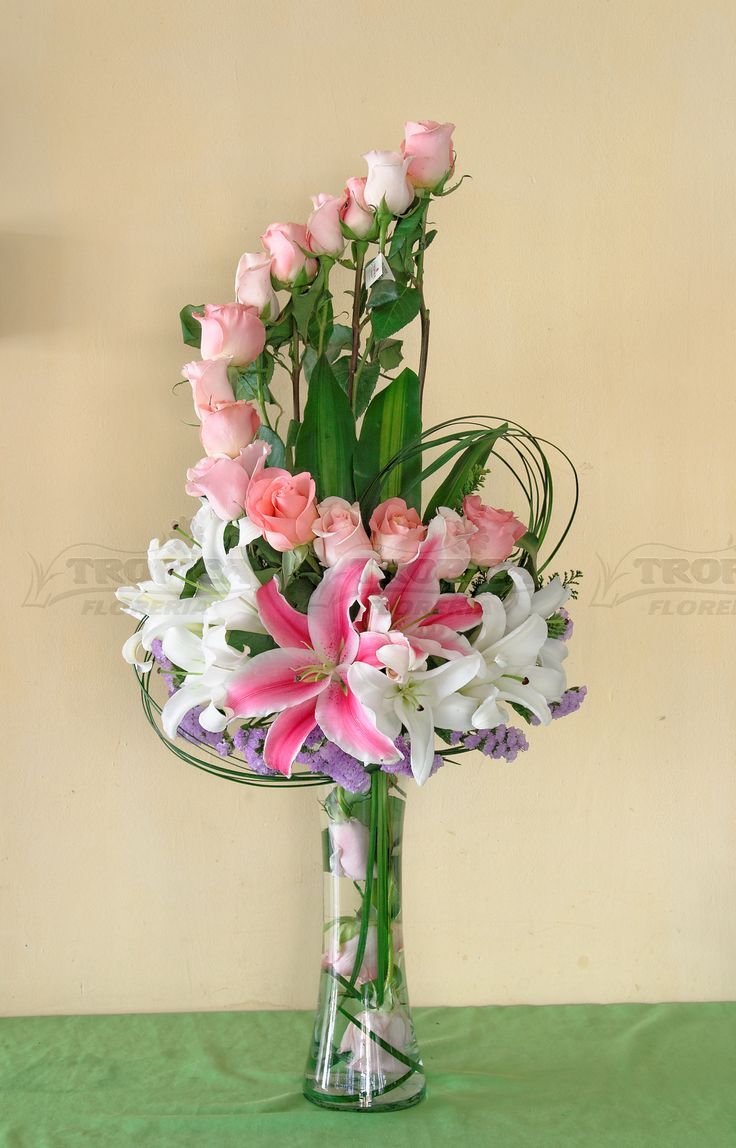 M s de 1000 ideas sobre arreglos florales altos en for Centros de mesa navidenos elegantes
