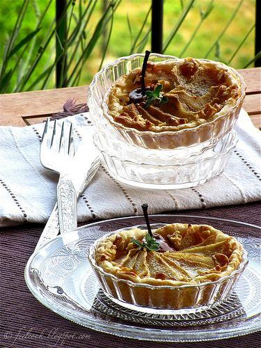 Tortina salata con stracchino, pere e noci