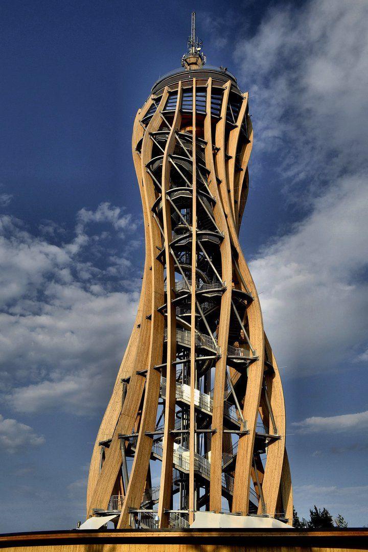 Die besten 25 aussichtsturm ideen auf pinterest zaha for Japanische architektur holz