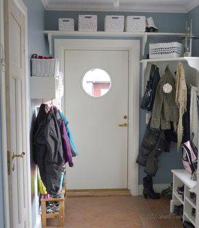 Gillar inte allt det vita, men mycket förvaring på liten yta. http://kvadratsmart.files.wordpress.com/2011/03/halloversikt.jpg