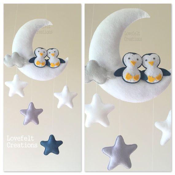 Mobile bébé  lune mobile  mobile lit bébé  par lovefeltmobiles
