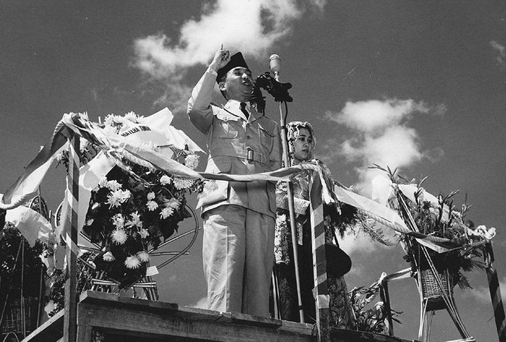Presiden Sukarno berpidato di Medan, 23 Januari 1950. Foto: gahetna.nl.