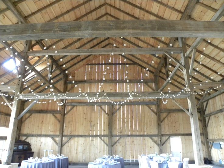 Side view in barn with rounds
