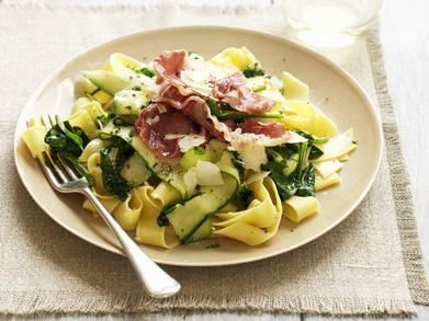 Pappardelle met courgette, pancetta & spinazie