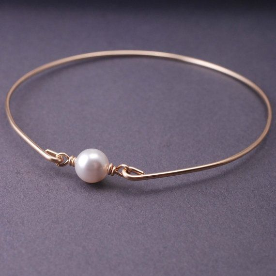 Gold wire bracelet with pearl