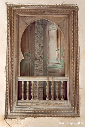 Verticale - Fenêtre avec garde-corps et volets