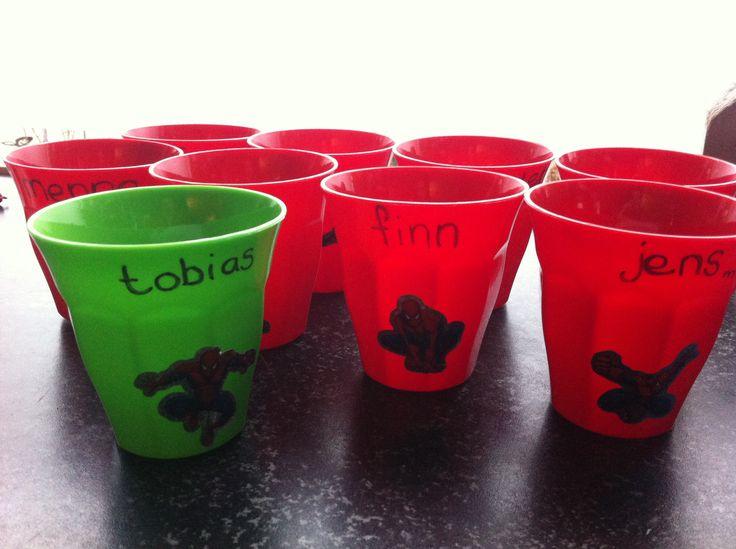 Gekleurde plastic bekers action ontwerp keuken accessoires for Gekleurd papier action