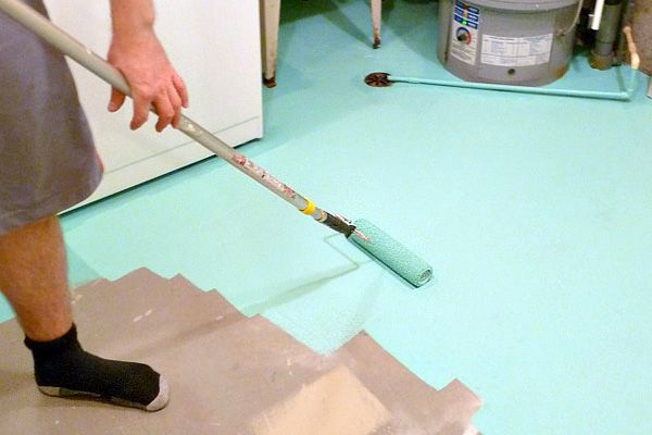 Jazz up a boring concrete floor with paint // Turquoise laundry room floor // How to paint concrete