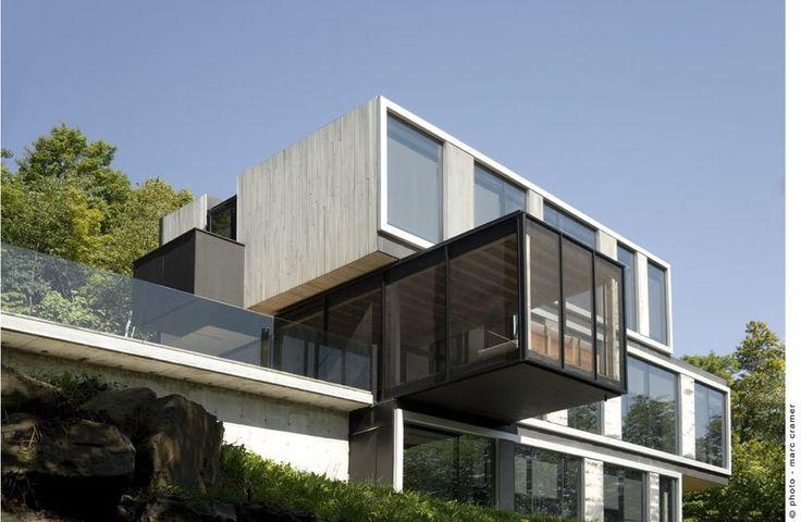 Laurentian mountain house quebec canada saucier for Modern house quebec