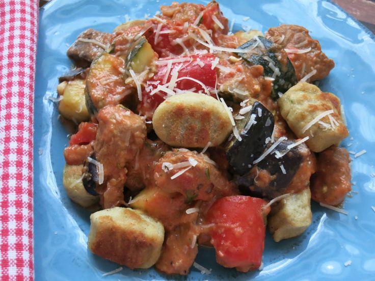 Low Carb Rezepte von Happy Carb: Mediterranes Putengulasch mit Low Carb Gnocchi - Typisch italienische Gnocchi. Natürlich ganz Low Carb mit Kartoffelfasern.