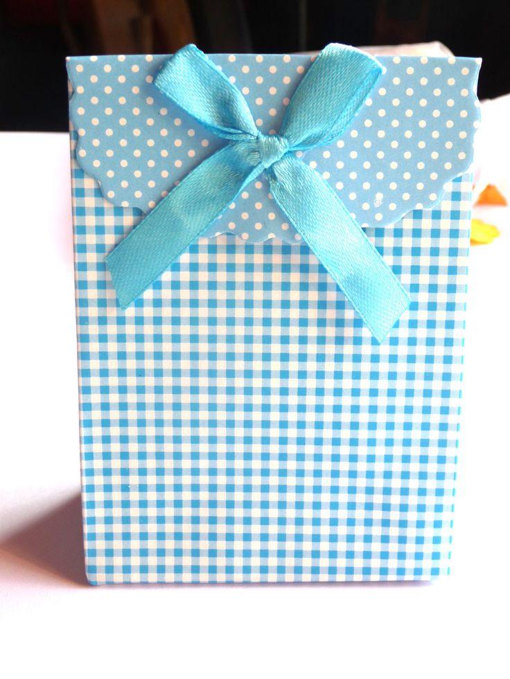 les 285 meilleures images du tableau bo tes cadeaux sur pinterest coffrets cadeaux cadeaux. Black Bedroom Furniture Sets. Home Design Ideas