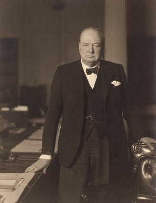 a biography of winston leonard spencer churchill Winston churchill analysis of the biography based on churchill: statesman of the century by robin h neillands winston leonard spencer churchill was born in 1874 in oxfordshire, england he was a descendant of the aristocratic family.