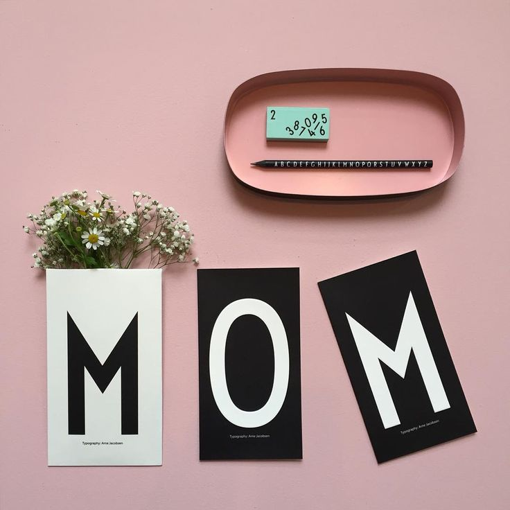 Mom's day! Say thank you to your mom with a personal greeting card and flowers.