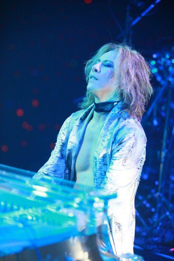 "Yoshiki on Twitter: ""#YOSHIKI「新経済サミット」で #三木谷浩史 氏と対談、ピアノ演奏も披露! https://t.co/5k2LO56dC2 https://t.co/yOLzLlBTV1"""