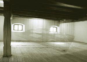 tabulové sklo, konopný provázek, 500x180x500 cm