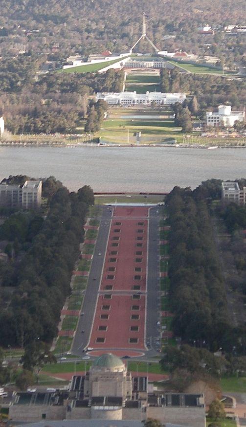 Australia's Capital City, Canberra. Showing the war memorial and government buildings. Eixo do Australian War Memorial a Casa do Parlamento, a partir de Mt Ainslie, Canberra.