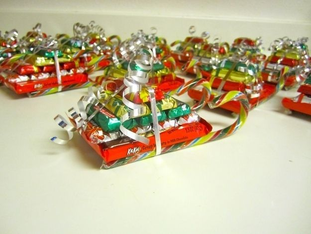 Christmas candy sleighs make cheap and easy gifts for kids and teachers. | 38 Clever Christmas Hacks That Will Make Your Life Easier