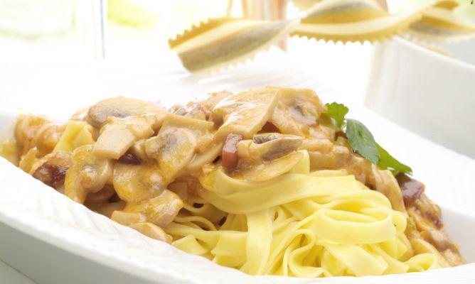 Receta de Pasta con jamón y champiñones