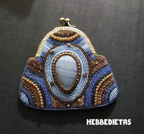 HebbedieTas: Blue bead embroidered coin purse