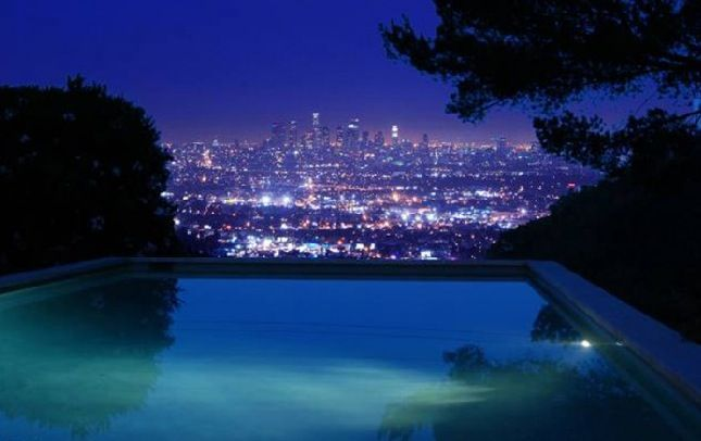 Hollywood Hills Sunset This beautiful 2,916 s...