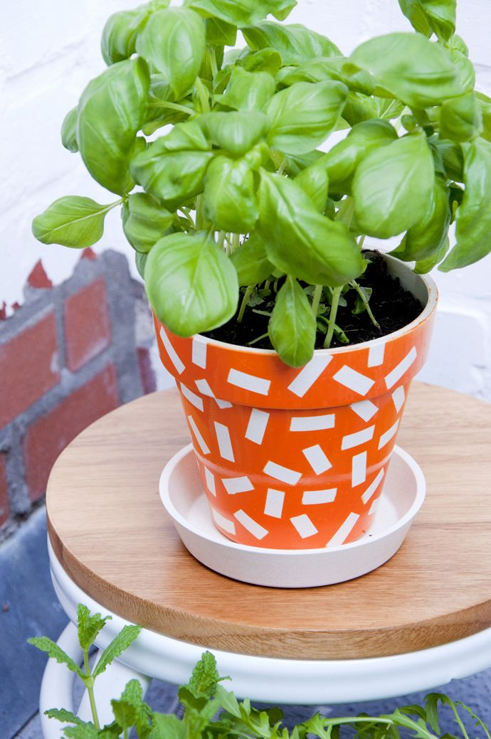 DIY sprinkle herb pots. Spice up your balcony!