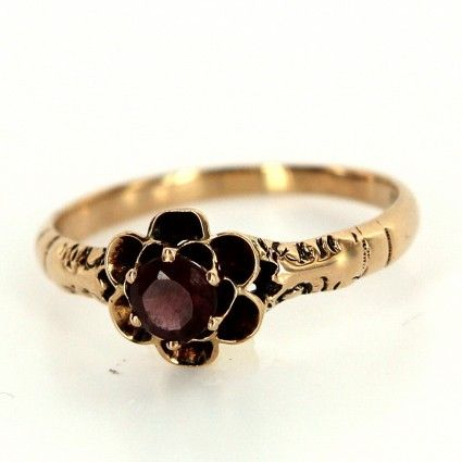 Antique Victorian 10 Karat Yellow Gold Garnet Ring