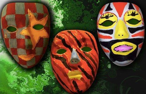 Maskers maken de tongen los