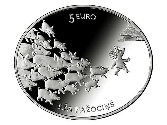 На одной стороне монеты изображена принцесса с ежиком на руках, на другой - еж вместе со стадом поросят, которых он пас. В сказке ежик в итоге женится на принцессе и превращается в прекрасного принца