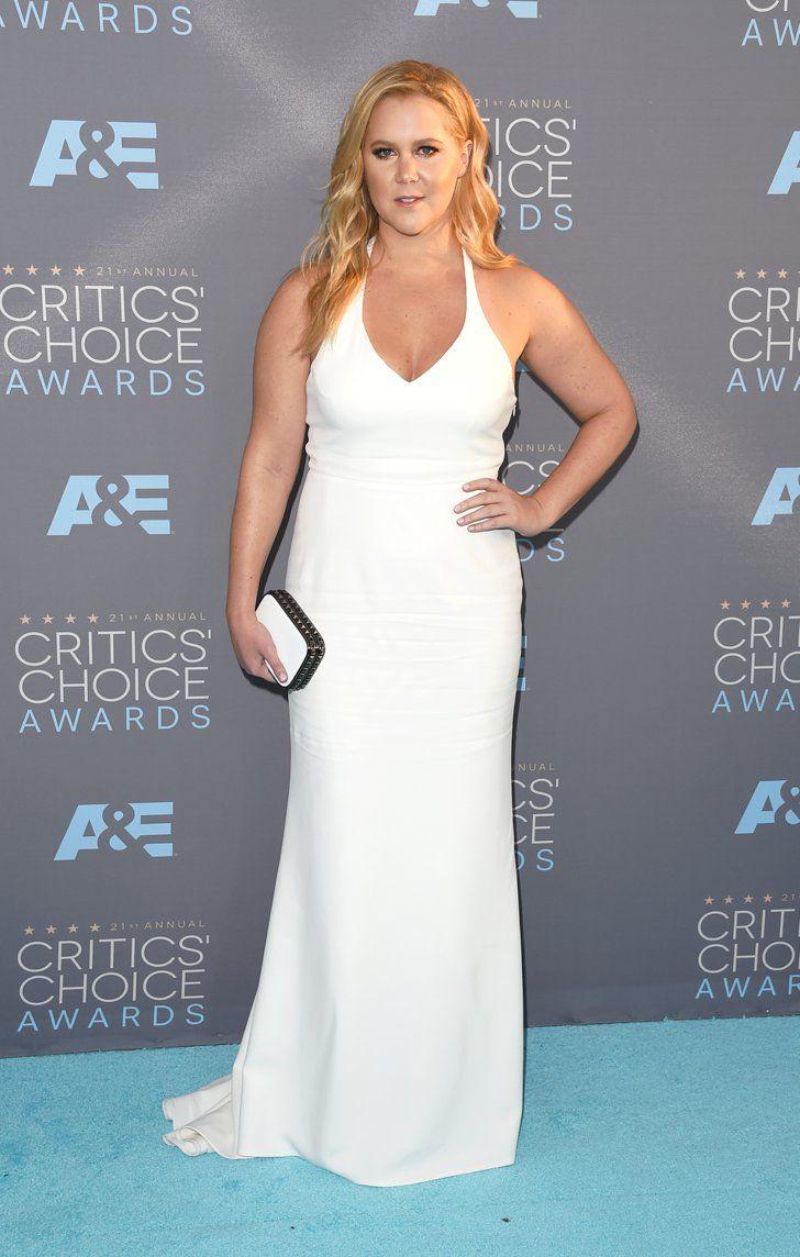 Pin for Later: Ne Manquez Pas un Seul des Looks Vus aux Critics' Choice Awards Amy Schumer Portant une robe signée Calvin Klein.