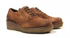 Zapatos de cordones con cuña de goma Wonders  Zapatos de cordones para mujer modelo E5301 de la marca Wonders. Zapatos tipo oxford realizados en piel serraje color cuero con detalle de picados. Cuña de goma con una altura aproximada de 4 cms. Interiores en piel con pequeños detalles textiles. Sistema DRY LEATHER que hace que su piel repela el agua. Made in Spain. http://ift.tt/2hEeSBy