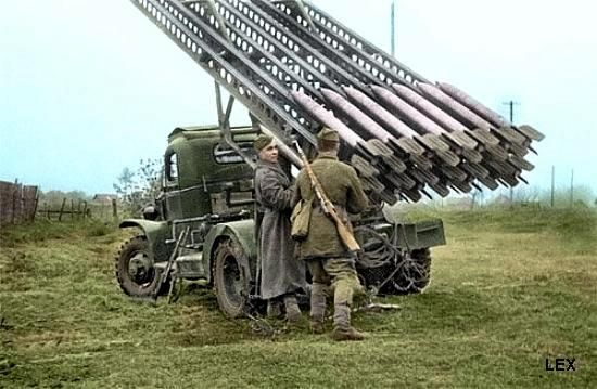 """Russian soldiers with a """"Katiuscia"""" also called """"Stalin's organ"""" multiple rocket launcher. Russia WW II:"""
