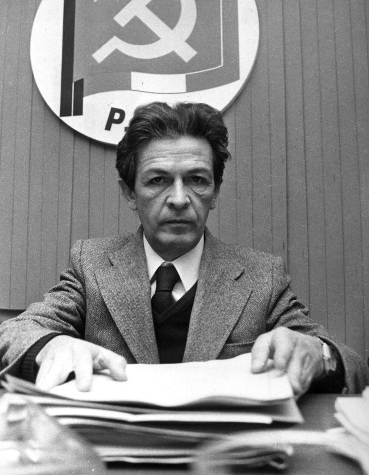 IlPost - Enrico Berlinguer a Milano nel 1974. (Publifoto/Lapresse) - Enrico Berlinguer a Milano nel 1974. (Publifoto/Lapresse)