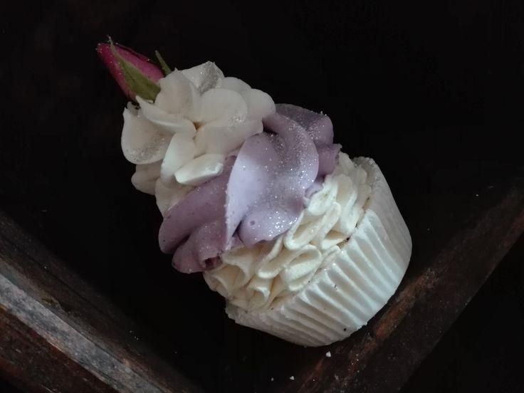 cupcakes ,saponi, saponi naturali artigianali, bomboniere , shabby, chic, soap, prodotti naturali, vegan oggetti decorativi , comunione battesimo, matrimonio, wedding https://www.facebook.com/ilmiogirasole/