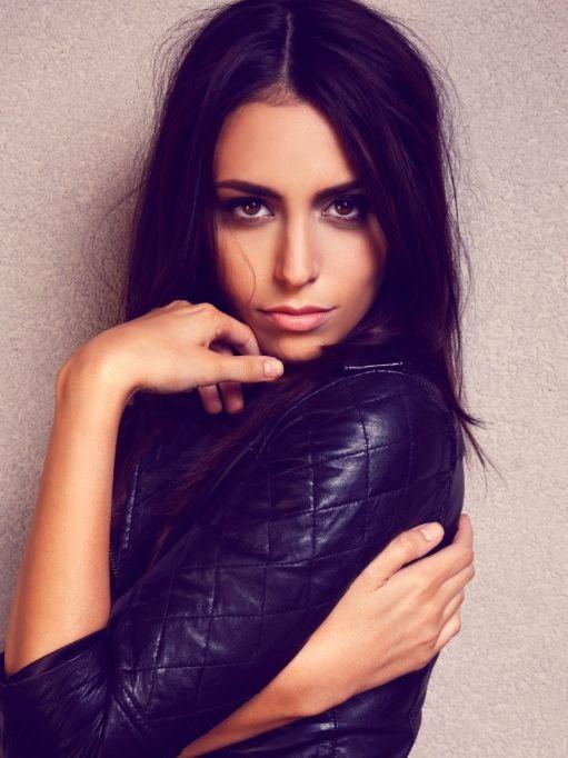 Dark Hair Hair Color Middle Part Olive Skin Makeup