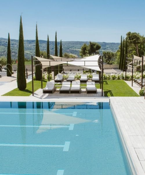La coquillade 5-star luxury hotel in Gargas in Provence - France - furnished by MANUTTI, exclusive Belgian outdoor furniture. Swing collection.