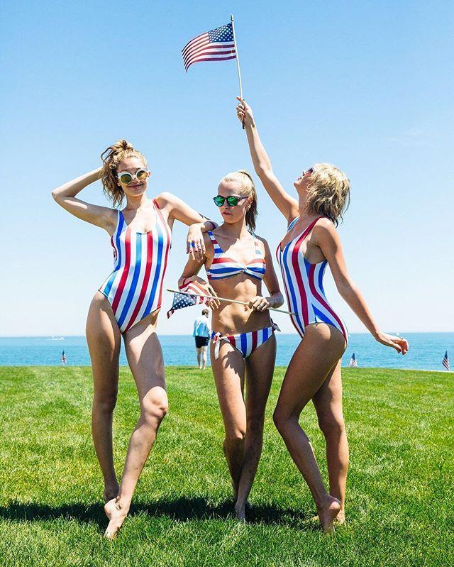 Het razend populaire badpak met witte, rode en blauwe strepen, de kleuren van de Amerikaanse vlag, is het 'Anne-Marie'-ontwerp van het Amerikaanse label Solid & Striped.