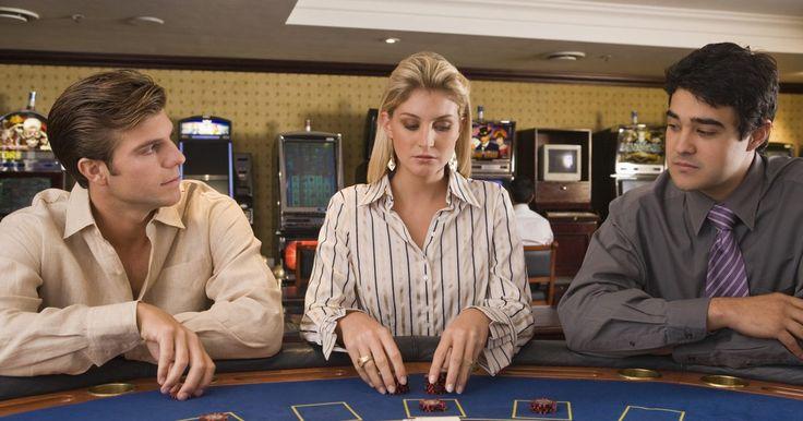 Tutorial sobre como contar cartas usando o sistema Hi-Lo. Saber como contar cartas é uma boa maneira de aumentar suas chances de ganhar numa mesa de blackjack, também conhecido como 21. Existem muitos métodos diferentes de contagem de cartas, mas dado o foco necessário e a boa precisão, o sistema Hi-Lo é o método ideal para se começar. A contagem de cartas é legal, mas os casinos poderão, e irão ...