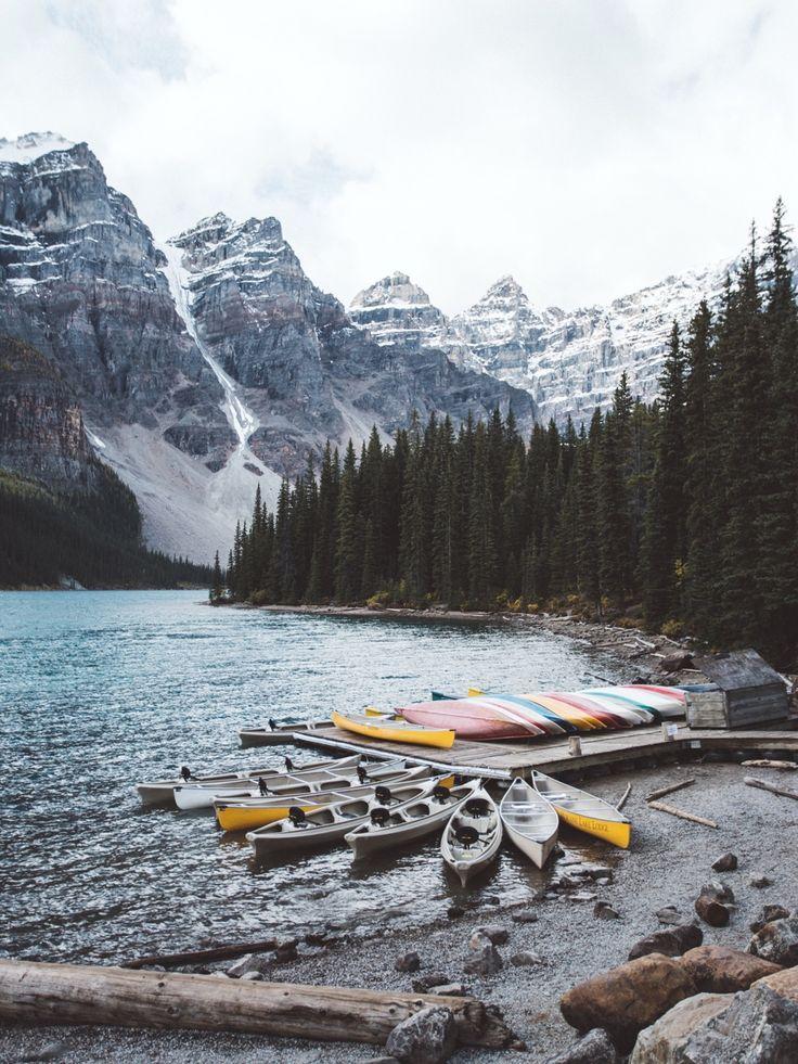 Doca no Lago Moraine, Parque Nacional Banff, província de Alberta, Canadá.  Fotografia: Cameron Lee  Anderson.