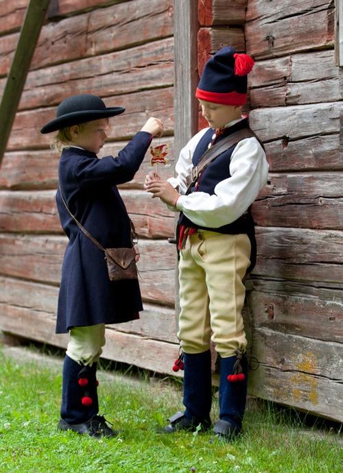 Folk costumes of Boda, Sweden    Photo:Laila Duran