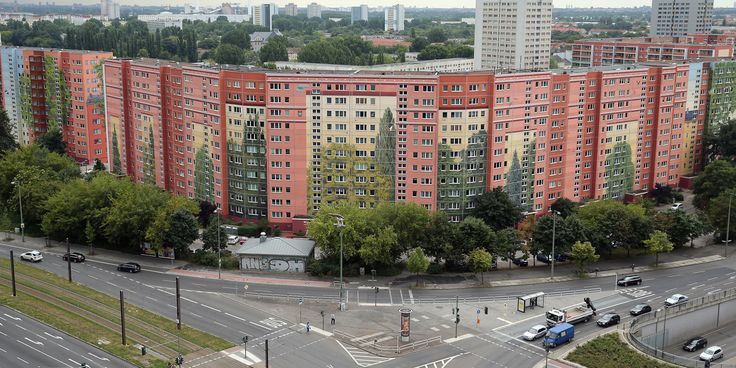 A Group Of Artists Took An Apartment Complex And Turned It Into Something Extraordinary
