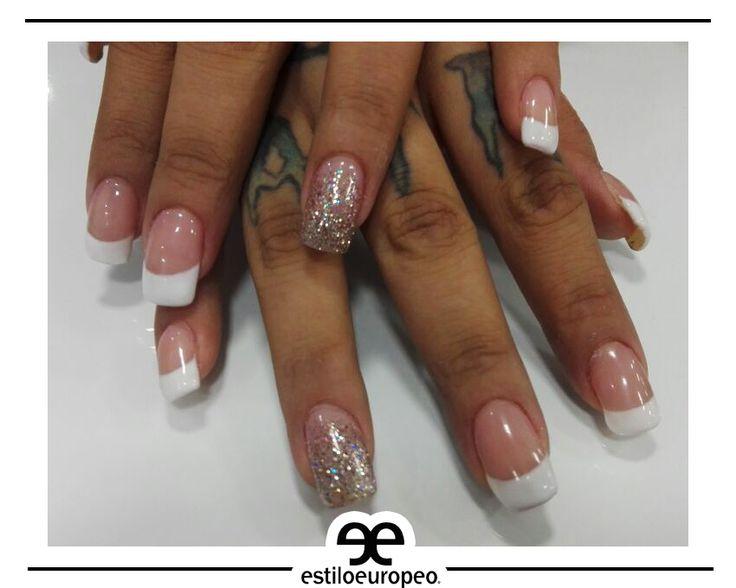 ¡Para las que aún les gusta los colores clásicos! Maquillajes de uñas muy conservadoras <3 💅💅💅 ¡Te esperamos! Calle 10 # 58-07 B/ Santa Anita Citas: 3104444 #Nails #Peluquería #NailsMakeUp