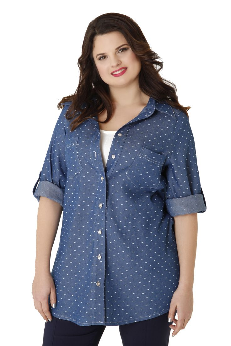 Denim shirt with triangles, metal buttons and chest pockets. It has two small side and rolled-up sleeves. Match it ideally with trousers in a straight line!