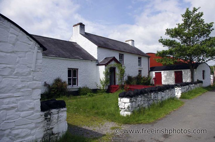 17 best images about farmhouses on pinterest modern for Traditional irish cottage plans