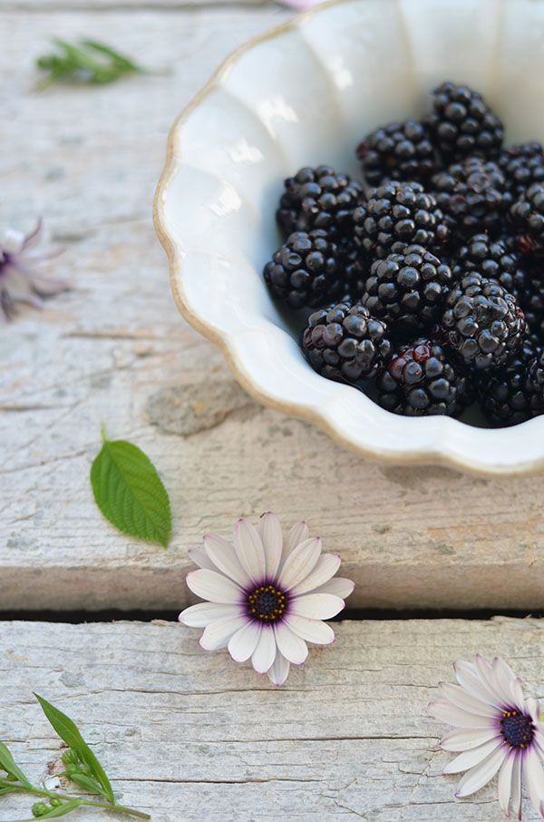 The high tannin content of blackberries provides a number of benefits to reduce intestinal inflammation, alleviate hemorrhoids and soothe the effects of diarrhea. It is important to incorporate berries in your diet in a variety of ways. Have them as a snack or in your cereal or even as a smoothie.