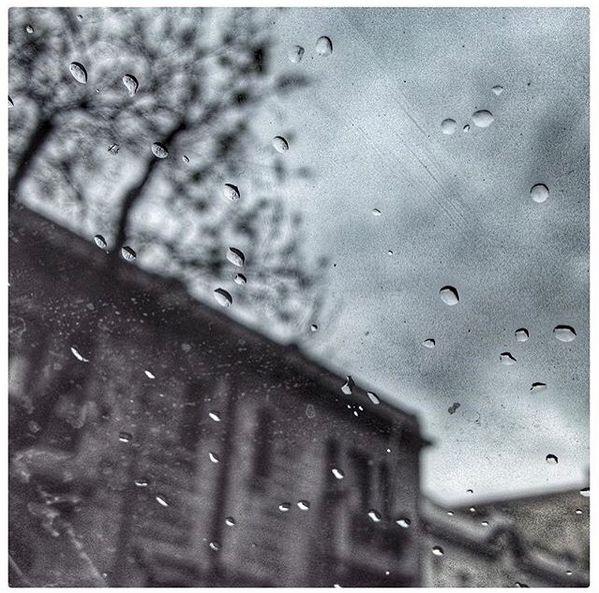Del pre diluvio sufrido durante la semana en nuestra capital.  Andrés Diaz es quien nos acompaña hoy y para observar más de su trabajo sigue su instagram @andriuxcl  Etiqueta tus fotos con nuestro HT #comunidadfotografía y se parte de nuestra galería.
