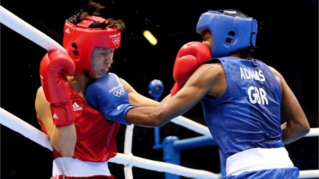 Nicola Adams of Great Britain in action against Cancan Ren of China