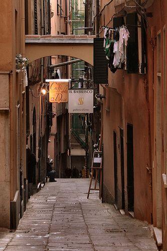 """A Genova, girando per i """"caruggi"""""""