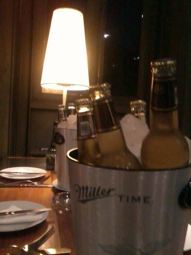 Miller en Bar Catedral, Santiago.
